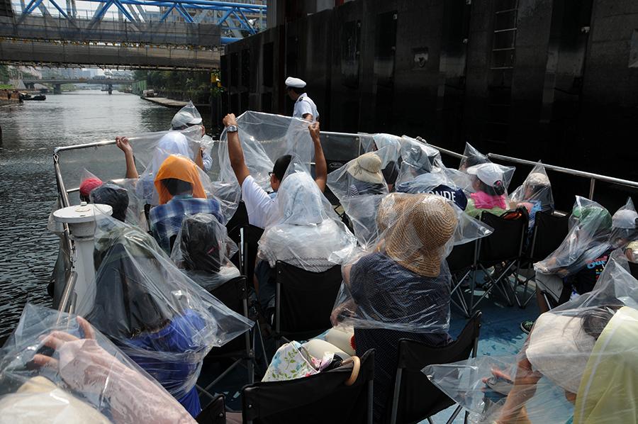 2013年度わくわく・すいすい「水辺探検」 扇橋閘門をくぐる